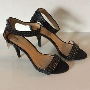NWT Strappy stiletto sandals 💜